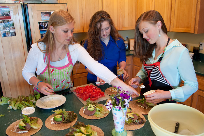 How to Serve Good Food to Your Family on a Small Budget