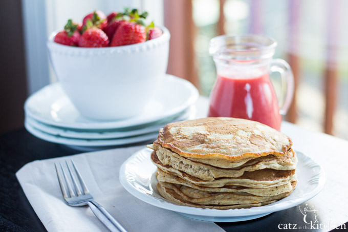 Whole Wheat Pancakes with Strawberry Sauce | Club 31 Women | club31women.com #breakfast