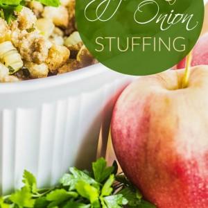Apple & Onion Stuffing | Club 31 Women | club31women.com | #stuffing #Thanksgiving