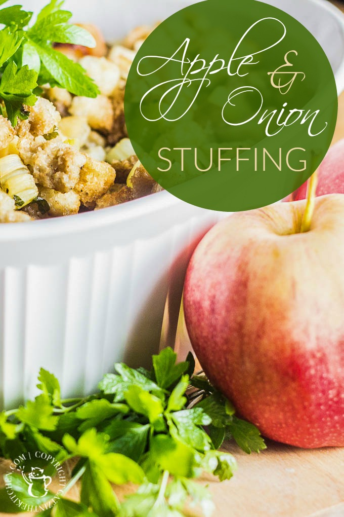 Apple & Onion Stuffing | Club 31 Women | club31women.com | #stuffing #Thanksgiving