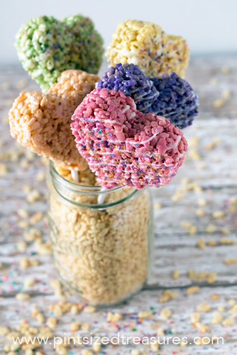 Rice-Krispie-Heart-Pops