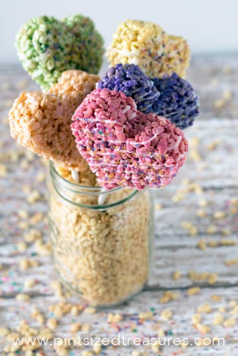 Rice-Krispie-Heart-Pops
