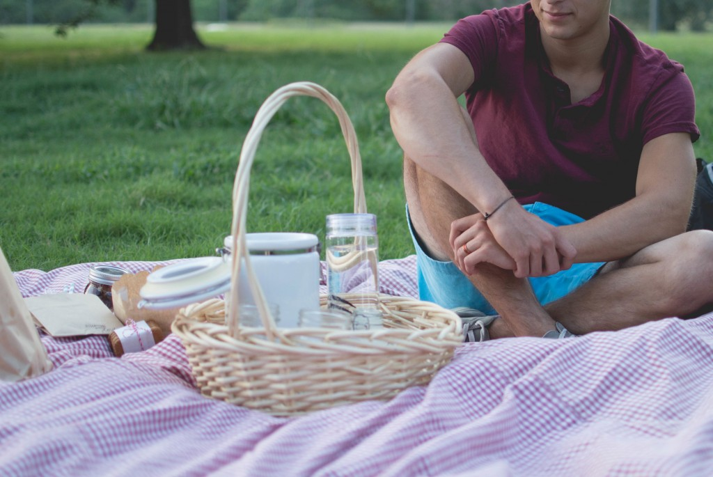 25 Spring Date Ideas - Picnic