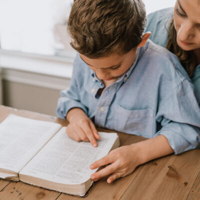 How to Help Your Family Love the Bible with Both Heart and Mind